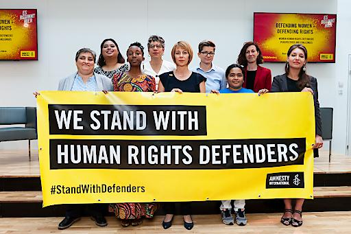 Menschenrechtsverteidigerinnen aus El Salvador, Indonesien, Syrien, Russland, Österreich und Kenia fordern anlässlich des Gymnich-Treffens in Wien der EU-Außenminister*innen verstärkten Schutz und Sicherheit für ihren Einsatz.