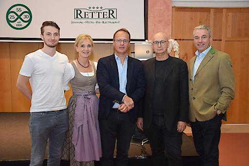 """30 Jahre Seminarhotel Retter wurden am 1. September 2018 im Hotel Retter in Pöllauberg gefeiert. Mit dabei Univ. Prof. Markus Hengstschläger, der sich in seinem Vortrag der Frage """"Wie manage ich Talente?"""" widmete und Univ. Prof. Michael Lehofer, der über """"Führung als Beziehungskompetenz"""" sprach."""
