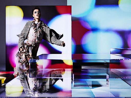 """Motiv Lichtkunst bei Breuninger - Moment of Light by Michel Comte / Weiterer Text über ots und www.presseportal.de/nr/105224 / Die Verwendung dieses Bildes ist für redaktionelle Zwecke honorarfrei. Veröffentlichung bitte unter Quellenangabe: """"obs/E.Breuninger GmbH & Co."""""""