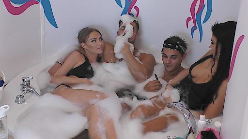 Badespaß mit Natascha, Tobias, Marcellino und Julia