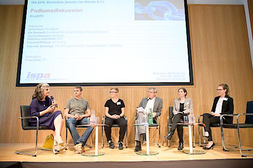 https://www.apa-fotoservice.at/galerie/15321 Podiumsdiskussion mit Shermin Voshmgir, Krzysztof Pietrzak, Anita Posch, Franz Zeller, Ute Gebhardt und Carmen Hartmann (v.l.n.r.)