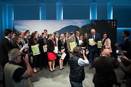 Der AgrarThinkTank evolution übergibt sein Forderungspapier an Bunesministerin für Nachhaltigkeit und Tourismus Elisabeth Köstinger und EU-AgrarKommissar Phil Hogan.