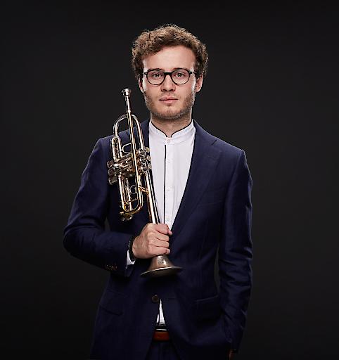 Der junge Trompeter Simon Höfele gibt sein Debüt im Musikzyklus Prime Time im Wiener Konzerthaus unter der musikalischen Leitung von Joji Hattori, Erster Dirigent des Wiener KammerOrchesters