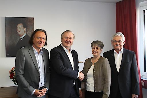 Gruppenfoto nach Vertragsunterzeichnung am 05.10.2018