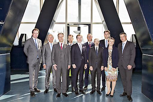 Vortragende aus Österreich, Deutschland und der Schweiz v.l.n.r.: Mag. Heinrich Foglar-Deinhardstein (CHSH RAe), Dr. Stephan Frotz (Frotz Riedl RAe), Dr. Peter Feyl (Schönherr RAe), Dr. Axel Anderl (DORDA), Dr. Stefan Fida (B&C Privatstiftung), Prof. Dr. Roger Kiem (White & Case LLP), Prof. Dr. Lukas Glanzmann (Baker McKenzie Zürich), Dr. Mario Gall, (Pelzmann Gall RAe, EY Law), Prof. Dr. Susanne Kalss (WU Wien), Prof. Dr. Ulrich Torggler (Juridicum/Universität Wien)