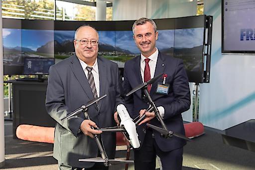 Technologieminister Norbert Hofer gratuliert FREQUENTIS zum EU-Auftrag für die Mitwirkung bei groß angelegten Drohnentests