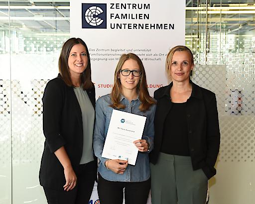 Von links: Anita Zehrer, Leiterin Zentrum Familienunternehmen am MCI, Preisträgerin Janina Berkmann, Gabriela Leiß, Professorin am MCI.