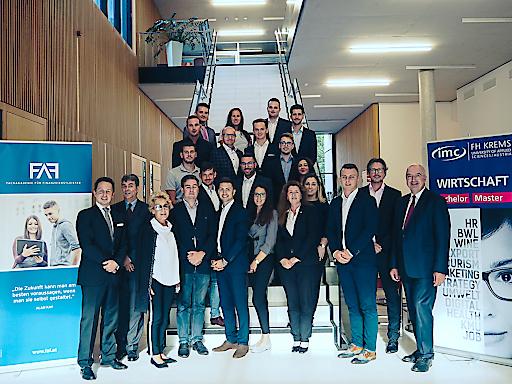 """Top-Qualifikation – Top-Job: 25 Studierende starteten heuer den 3-semestrigen FAF-Masterlehrgang in """"Financial Management"""" an IMC FH Krems."""
