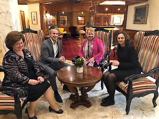 Sozialministerin Beate Hartinger-Klein beim Treffen mit der russischen Vizesozialministerin Svetlana Petrova in Graz