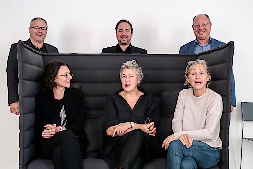 Prominente Jury v.l.n.r. Andreas Renner (AFI), Ida Pirstinger (IG Architektur), Andreas Dominko (Neue Heimat und GEWOG), Evelyn Rudnicki (pool Architektur), Elke Delugan-Meissl (Architekturstiftung Österreich), Gottfried Öller (AFI)