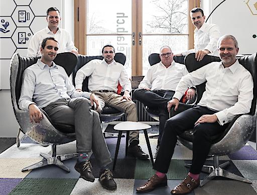 """Schweizer Startup Mio Decentral erschafft neue Kryptowährung. Finanzmarktaufsicht bestätigt #MIO als Zahlungs-Token. Das Gründerteam der Mio Decentral AG; Dr. Sebastian Bürgel (Co-CTO), Adrian Marcu (CFO), Christian Zulliger (Co-Founder), André Wolke (Co-CTO), Jürgen Lankat (CVO), Ralph Piater Frankenfeld (CEO); vlnr Weiterer Text über ots und www.presseportal.ch/de/nr/100065600 / Die Verwendung dieses Bildes ist für redaktionelle Zwecke honorarfrei. Veröffentlichung bitte unter Quellenangabe: """"obs/Mio Decentral AG/Patrick Spandel"""""""