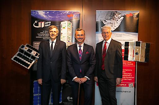 Weltraumminister Norbert Hofer Prof. Otto Koudelka / TU Graz Klaus Pseiner, Geschäftsführer der Österreichischen Forschungsförderungsgesellschaft FFG