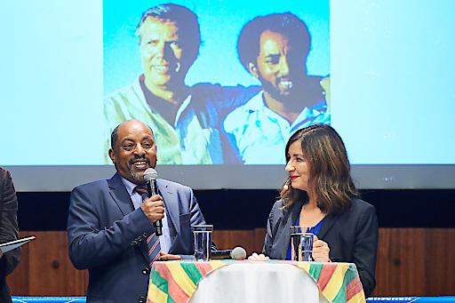 Landesrepräsentant von Menschen für Menschen in Äthiopien, Berhanu Negussie erinnert sich im Gespräch mit Moderatorin Ani Gülgün-Mayr an die Anfangstage der Organisation, als er Karlheinz Böhm 1981 als Dolmetscher begleitete.