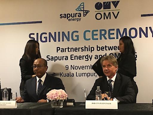 OMV und Sapura Energy Unterzeichnung 9.11.2018, v.l.n.r. 1. Reihe: Tan Sri Dato' Seri Shahril Shamsuddin, Präsident und Generaldirektor, Sapura Energy; Johann Pleininger, Vorstandsmitglied Upstream und stellvertretender Vorstandsvorsitzender der OMV