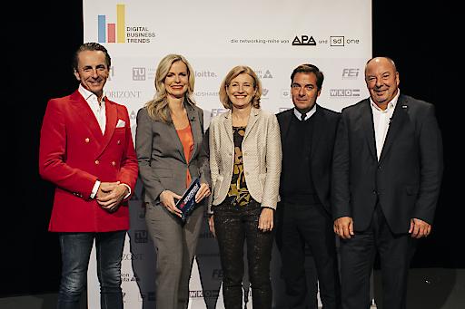 https://www.apa-fotoservice.at/galerie/15479 Im Bild v.l.n.r.: Christian Rainer (profil), Claudia Reiterer (ORF/Moderation), Martina Salomon (Kurier), Rainer Nowak (Die Presse), Werner Müllner (APA)