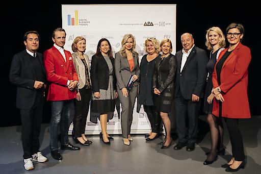 Im Bild v.l.n.r.: Rainer Nowak (Die Presse), Christian Rainer (profil), Martina Salomon (Kurier), Livia Dandrea-Böhm (A1 Telekom Austria), Claudia Reiterer (ORF/Moderation), Barbara Rauchwarter (APA), Barbara Grohs (A1 Telekom Austria Group), Werner Müllner (APA), Julia Warnick-Kolar (styria digital one), Karin Thiller (APA)
