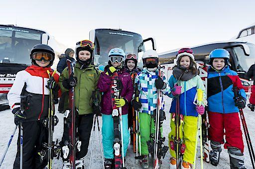 Landesrat Schnöll und Blaguss präsentieren Wintersport-Projekt: ski4school ermöglicht professionell organisiertes und leistbares Skifahren für Kindergarten- und Schulkinder.