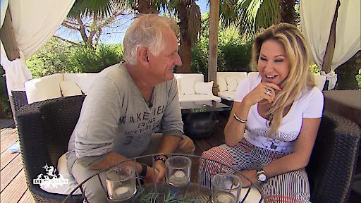 Carmen im Gespräch mit Hypnotiseur Martin.
