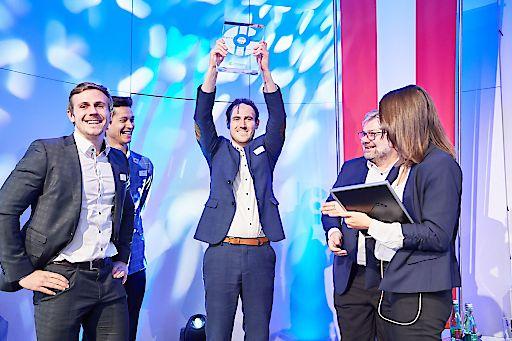 """Verleihung des """"StartUp Battle Champion 2018"""" Titels - Überreichung an iDWELL"""