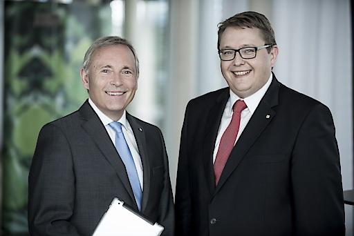 Foto (honorarfrei): Das Vorstandsduo Christian Purrer (li.) und Martin Graf freut sich über Top-Rating für Energie Steiermark