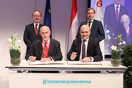 21. November 2018 - Signing ceremony for prolongation of InnovFin SME contract for Austrian Promotional Bank aws