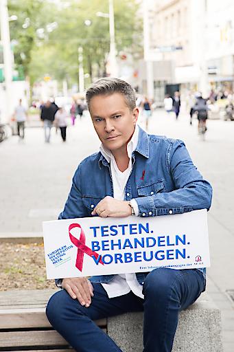 Schauspieler Alfons Haider unterstützt die Europäische HIV- und Hepatitstestwoche