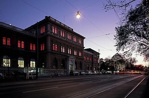 """James Turrell, """"MAKlite"""", 2004; Technische Adaptierung: 2018; Permanente Lichtinstallation an der Fassade des MAK"""