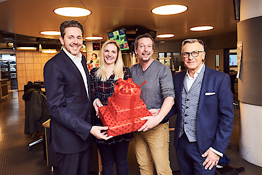 Ö3-Christmas-Shopping - Weihnachtsgeschenke im österreichischen Handel einkaufen – das bringt's! WKÖ-Präsident Harald Mahrer, das Ö3-Wecker-Moderatorenduo Lisa Hotwagner und Robert Kratky, Handelsobmann Peter Buchmüller (v.l.n.r.) in den Ö3-Studios in Wien-Heiligenstadt
