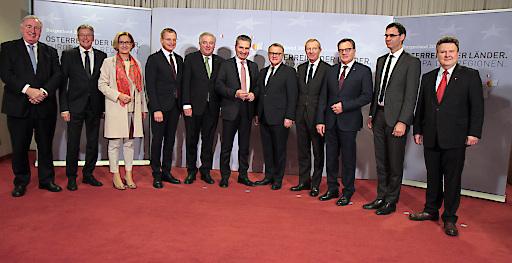 Landeshauptleute mit EU-Kommissar Günther Oettinger und AdR-Präsident Karl-Heinz Lambertz