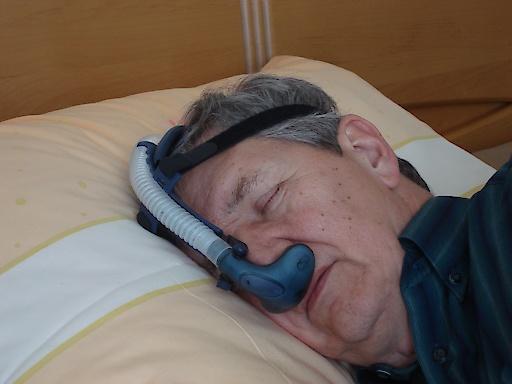 Patient mit Schlafapnoe - Therapie