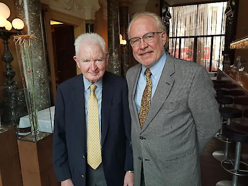 Helmut Sohmen, Förderer von Fulbright Austria, bei seinem letzten Besuch in Wien gemeinsam mit Executive Director Dr. Lonnie Johnson