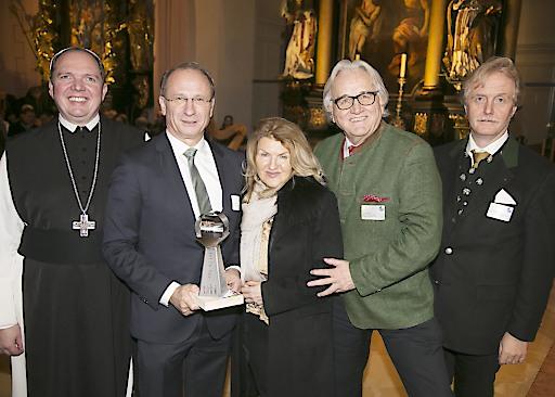 Preisverleihung SDG-Award: v. li. Abt P. Nikolaus Thiel, Zisterzienserstift Schlierbach, Dr. Kurt Weinberger, Dr. Alice Alsch-Harant, Hans Harrer, Dir. Günter Bergauer