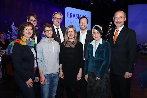 https://www.apa-fotoservice.at/galerie/16348 Im Bild vorne v.l.n.r. die Erasmus+ Botschafter/innen Evelyn Kaindl-Ranzinger (Steirischer Museumsverband), Anselm Herold (FH JOANNEUM), Kristina Gugerbauer (Europäische Mittelschule Neustiftgasse) und Sandra Jagersberger (Hertha Firnberg Schulen) sowie dahinter Ernst Gesslbauer (OeAD-GmbH), Martin Netzer (BMBWF), Stefan Zotti (OeAD-GmbH) und Jörg Wojahn (Europäische Kommission).