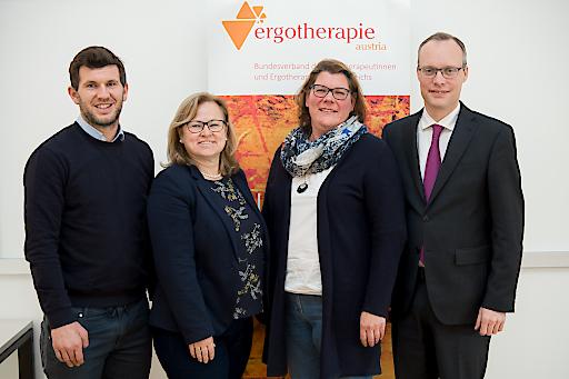 https://www.apa-fotoservice.at/galerie/16788 Andreas Schicker (Fußball-Profi), Elke Jenker (GKK Kärnten), Marion Hackl (Ergotherapie Austria) und Alexander Biach (Hauptverband).