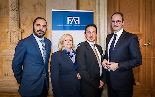 Der FAF-Vorstand gratuliert ihren Absolventen.