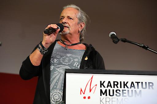 """EAV-Urgestein Thomas Spitzer im Karikaturmuseum Krems: Großer Andrang auf die neue Ausstellung """"Thomas Spitzer – Rockomix ein Leben lang!"""""""