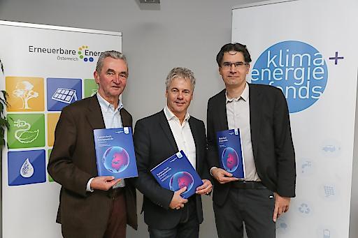 https://www.apa-fotoservice.at/galerie/16832 im Bild von links nach rechts: Peter Püspök (Präsident Erneuerbare Energie Österreich), Ingmar Höbarth (Geschäftsführer Klima- und Energiefonds), Georg Günsberg (georggünsberg-Politik- und Strategieberatung)