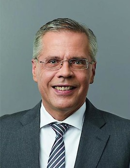 Alexander Boldyreff übergibt Vorstandsvorsitz der TeamBank an Frank M. Mühlbauer (FOTO)