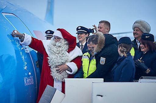 """Der Weihnachtsmann ist Taufpate der neuen TUI 737 MAX 8 Maschine, die heute in Kittilä getauft wurde. Weiterer Text über ots und www.presseportal.de/nr/44027 / Die Verwendung dieses Bildes ist für redaktionelle Zwecke honorarfrei. Veröffentlichung bitte unter Quellenangabe: """"obs/TUI AG"""""""