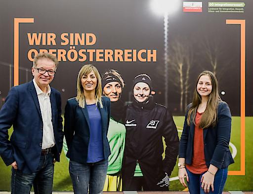 Fußball: LR Anschober, Sara Sarfakhani, Denise Brunmayr