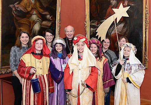Im festlichen Rahmen des erzbischöflichen Palais am Wiener Stephansplatz empfing Kardinal Schönborn am 27.12.2018 die Sternsinger der Wiener Pfarre Starchant und würdigte den Einsatz der österreichweit 85.000 Königinnen und Könige.