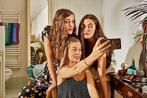 """Neu im neuen Jahr: tele.ring startet das erste Schlaugebot mit einem Tarif speziell für Kinder und Jugendliche im Alter von zehn bis Ende 20. Die """"Schlaue Jugend Kombi"""" ist ab 8. Jänner 2019 erhältlich und beinhaltet um 17 Euro im Monat 10 GB Datenvolumen (7 GB davon in der EU), 1.000 Minuten sowie 1.000 SMS (Österreich und EU)."""