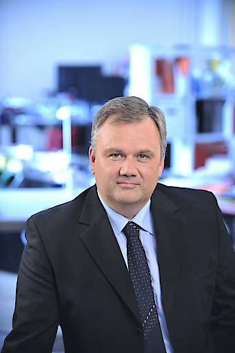 Harald Dirnbacher, früherer Leiter der ÖAMTC-Verkehrswirtschaft und später Pressesprecher der ASFINAG, ist am Montag völlig unerwartet im 53. Lebensjahr verstorben.