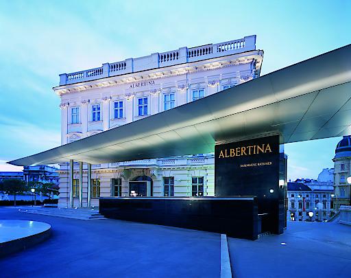 Besucherrekord: ALBERTINA Außenansicht