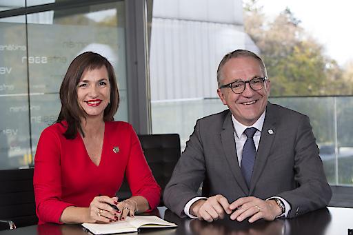 Die Geschäftsführung der FH Salzburg (v.l.) Mag. Dr. Doris Walter und Mag. Raimund Ribitsch