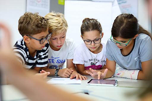 Kinder bei Fakt or Fake Workshop von Brockhaus   NE Österreich GmbH in Wien