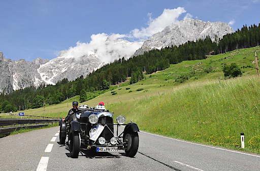 Automobilklassiker aus sechs Jahrzehnten gehen bei der 32. Kitzbüheler Alpenrallye vom 5.-8. Juni wieder auf große Fahrt über die schönsten Bergstrecken der Alpen. Einer der Höhepunkte 2019 ist die Fahrt über die Hochkönig-Strecke (Bild).