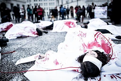 Gemeinsame Aktion der Frauenorganisationen am Ballhausplatz setzt ein unmissverständliches Zeichen für ein Ende der Gewalt an Frauen