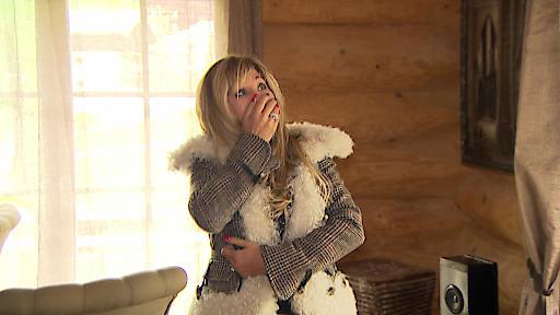 """Carmen bekommt einen Anruf, dass es in ihrem Haus in Valberg einen Wasserschaden gab. Als Robert und Carmen dort ankommen, sind sie geschockt und Carmen bricht in Tränen aus. Ist ihr geliebtes Feriendomizil noch irgendwie zu retten? Eine neue Doppelfolge """"Die Geissens - Eine schrecklich glamouröse Familie!"""" am Montag, 18. Februar, um 20:15 Uhr bei RTL II. Weiterer Text über ots und www.presseportal.de/nr/6605 / Die Verwendung dieses Bildes ist für redaktionelle Zwecke honorarfrei. Veröffentlichung bitte unter Quellenangabe: """"obs/RTL II"""""""
