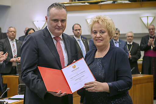 Hans Peter Doskozil zum Landeshauptmann des Burgenlandes gewählt und von der neuen Landtagspräsidentin Verena Dunst auf die Landesverfassung angelobt